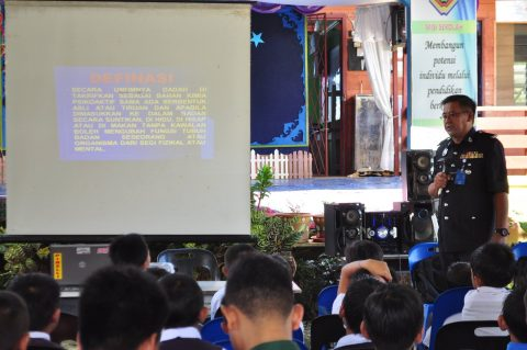 16th June 2017, SK Tidung Tabin, Kinabatangan Mr. SM Tukiman from the Royal Malaysia Police delivering his talk on drug abuse.