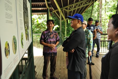 YB Datuk Mohd Arifin Mohd Arif and Mr. Hj. Fadzil (District Forestry Officer of Sandakan) reading the signs at the observation platform.