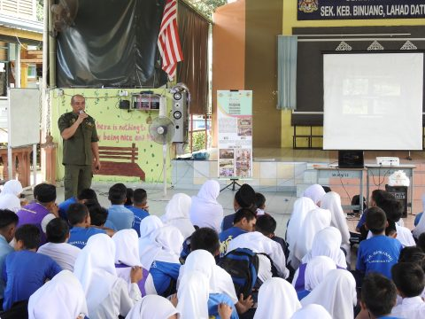 Mr. Rayner from Sabah Wildlife Department presenting his talk about Sabah's Totally Protected Species