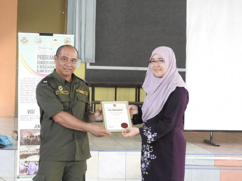 Presenting certificate of appreciation