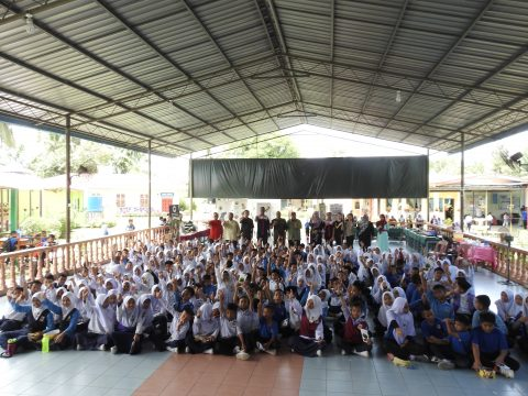 Group photo at SK Binuang, Lahad Datu