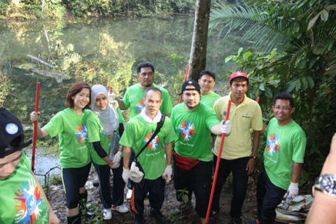 Participants clearing trails