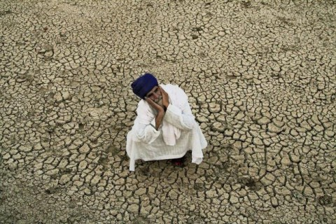Barren land - Image source: http://www.thehindu.com/sci-tech/agriculture/india-losing-5334-million-tonnes-of-soil-annually-due-to-erosion-govt/article915245.ece