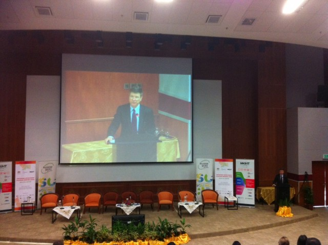 Professor Jeffrey Sachs speaking during the SDSN launch in Malaysia