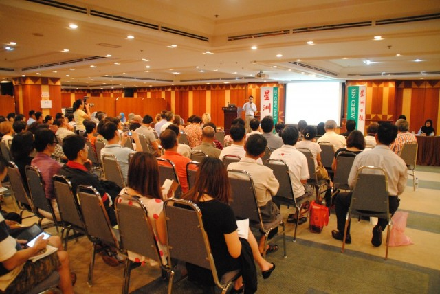 Attendees at CETDEM's public forum on organic farming