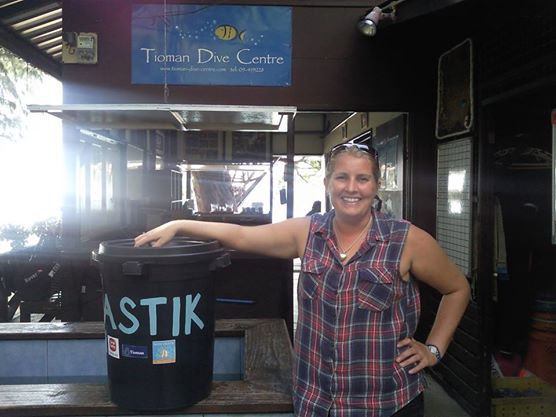 Plastick bins in dive shops