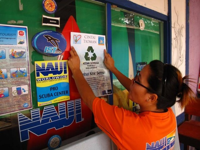 Dive shop operators supporting the recycling programme