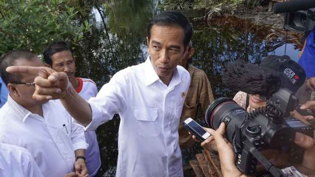 President Joko Widodo Visits Sungai Tohor Community in Riau